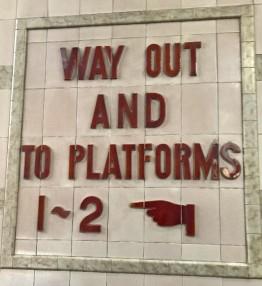 deco train sign